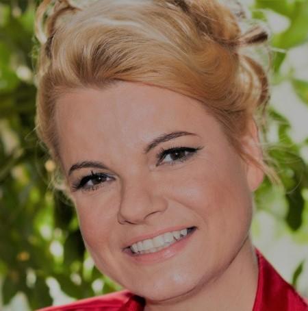 Dr. Alexandra Loock-Nester